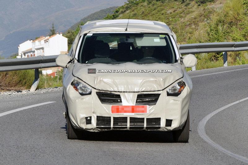Фоторепортери вистежили новий мінівен Dacia