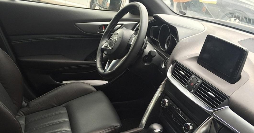 Mazda CX-4: тепер фото салону