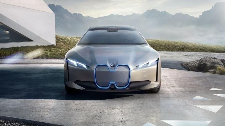 Електричний седан BMW: 600 кілометрів