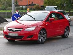 Seat замаскував трьохдверний Leon під Opel Astra