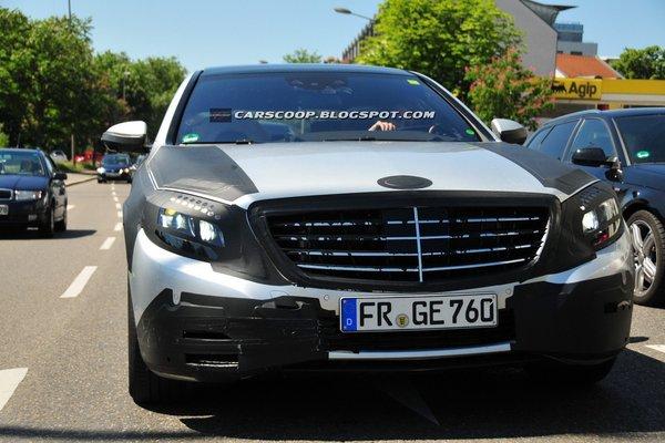 Новий Mercedes S-клас: перше фото салону