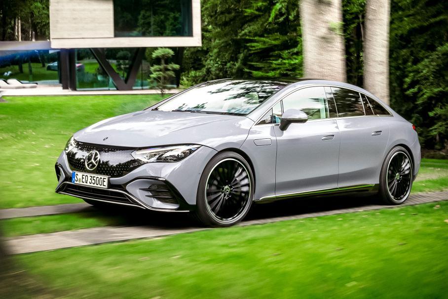 Mercedes-Benz представив електричний седан EQE (ФОТО+ВІДЕО)
