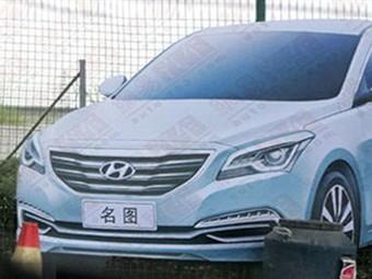 Новий седан Hyundai показали на білборді