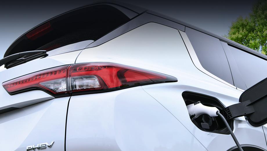 Mitsubishi Outlander PHEV 2022: більший запас ходу та краща віддача