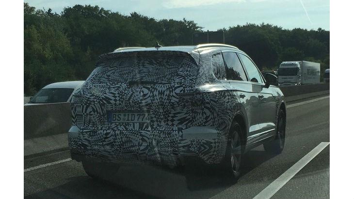 Новий VW Touareg 2018 тестують на автобані
