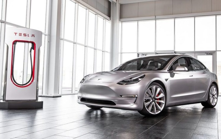 Tesla Model 3: відео першого тест-драйву
