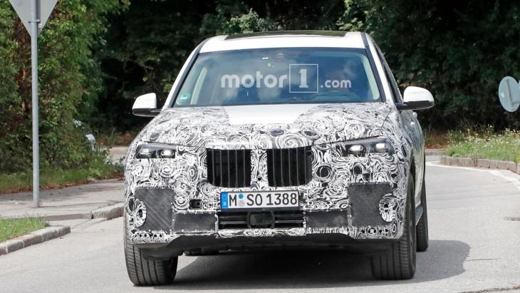 BMW X7: нові зображення топового кросовера