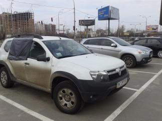 В Києві відбувся розгром автомобілів на парковці
