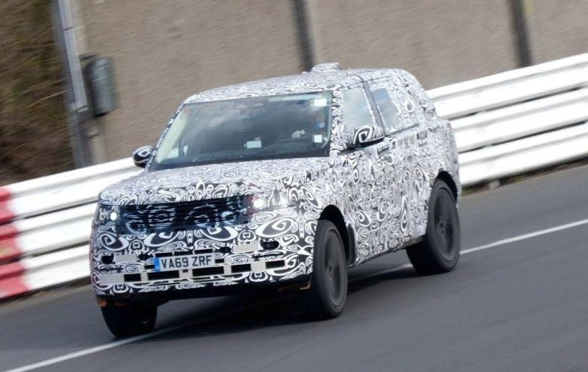 Range Rover 2022 тестують на гоночному треку (ВІДЕО)