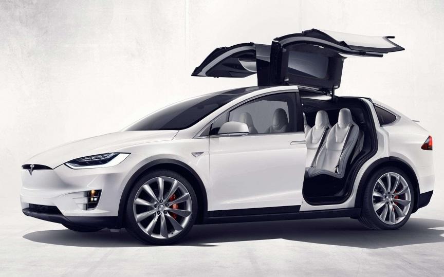 Tesla повідомила про зниження ціни на кроссовер Model X