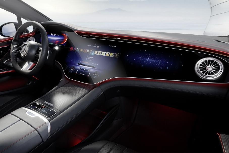Перші зображення салону Mercedes-Benz EQS
