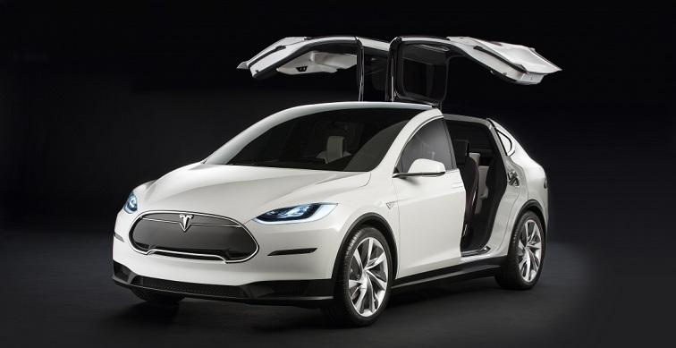 Tesla розказала про електричний седан і кросовер