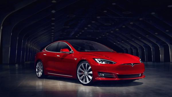 Tesla випускає