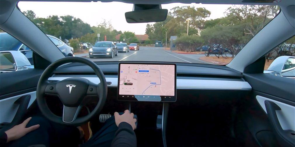 Tesla показала роботу автопілота на відео