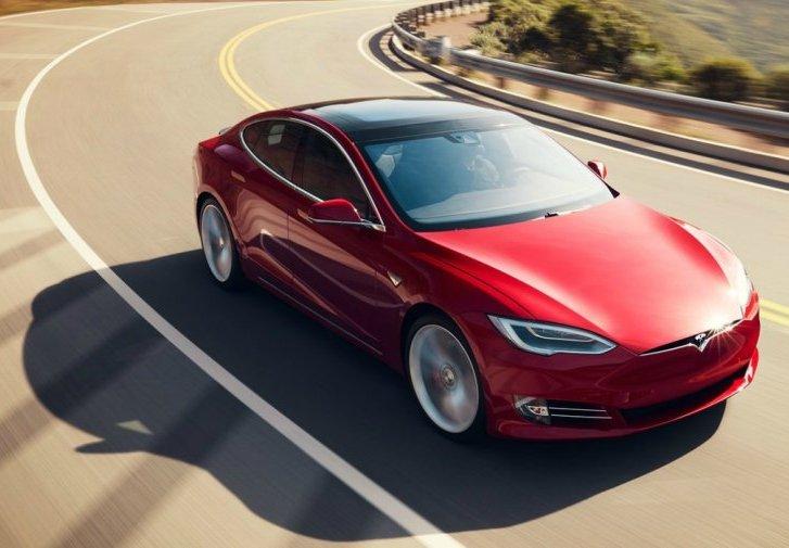 Коли електромобілі стануть дешевшими від бензинових авто: прогноз Bloomberg