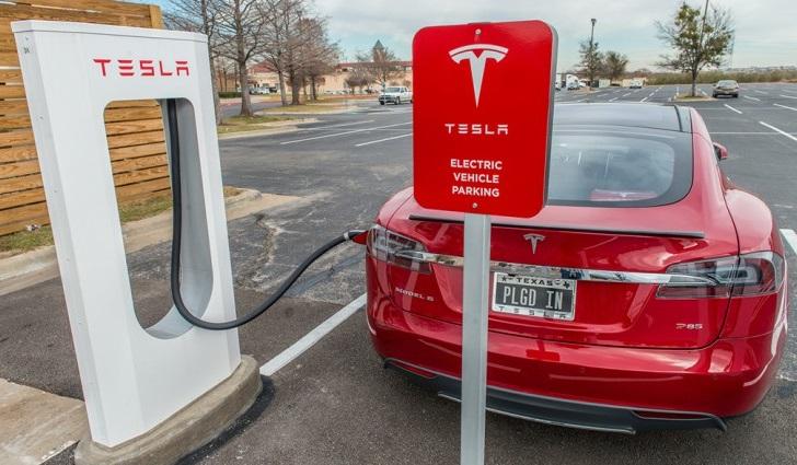 Для заядки Tesla буде достатньо 10 хвилин