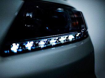 Honda показала тизер гібрида CR-Z