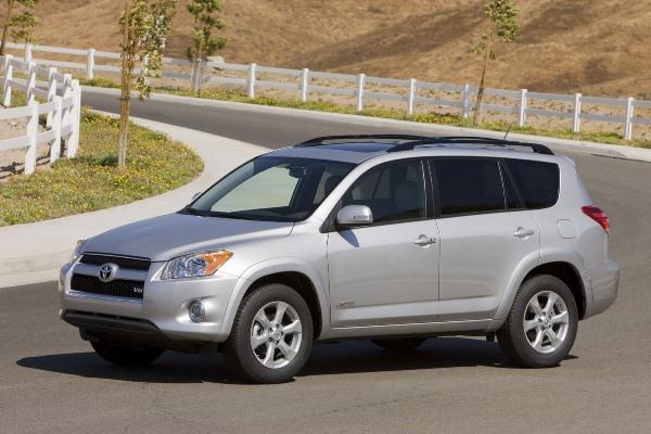 Toyota відкличе майже 800 000 автомобілів