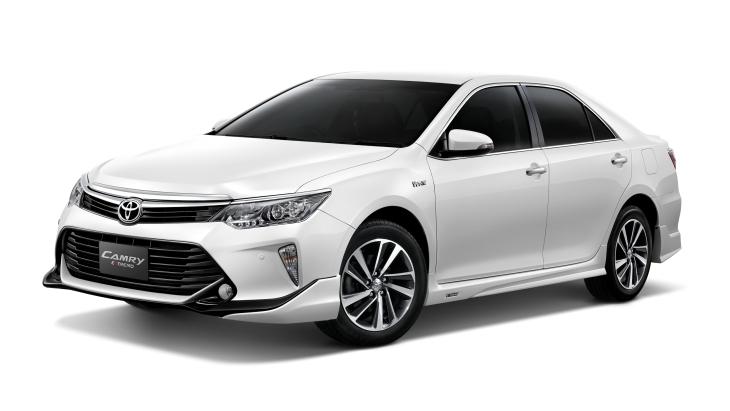 Toyota показала нову Camry 2017
