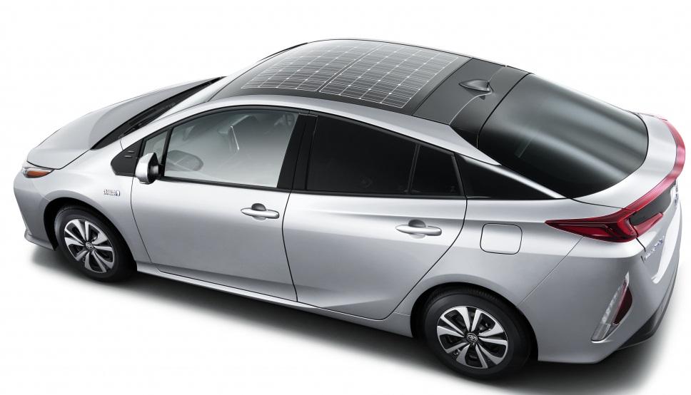 Нова Toyota Prius отримає дах із сонячними батареями