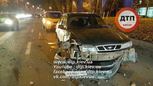 У Києві погоня з перестрілкою: на вулиці розбиті автомобілі