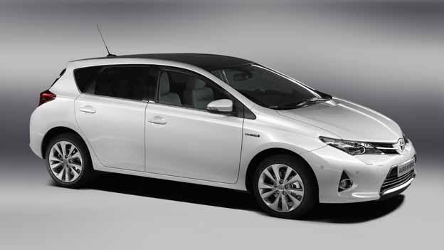Toyota Auris 2013 - нові деталі